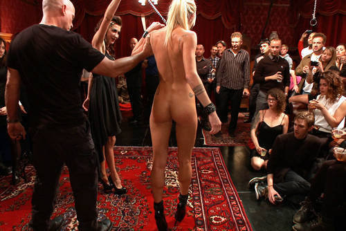 Maia Davis - 122 People vs Tiny Blonde - Kink/ PublicDisgrace (2012/ HD 720p)