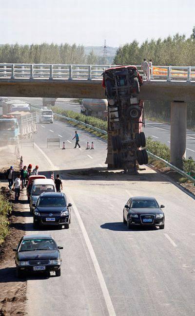 Niecodzienny wypadek ciężarówki 3