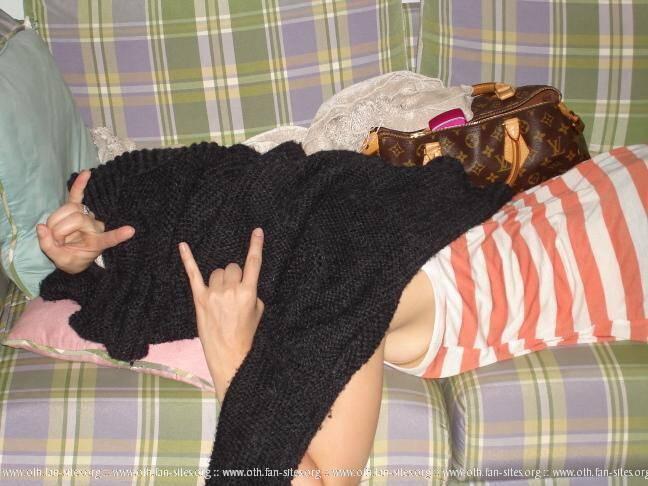 Sophia Bush-Brooke Davis - Page 2 1881935baad49cf9a7f2ca8627e8862112106bd