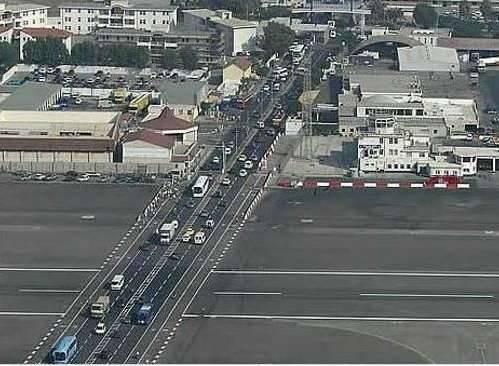 Jak zmieścić pas startowy w centrum miasta ? 1