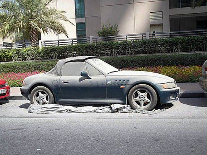 Opuszczone samochody Dubaju 21