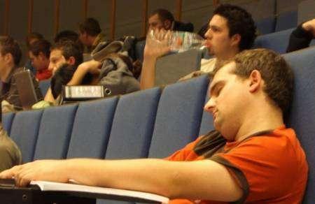 Śpiący studenci 14