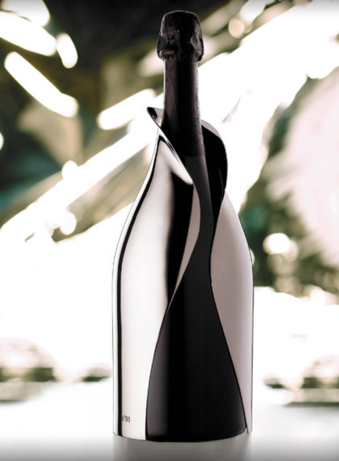 Hermosas botellas únicas de bebidas de lujo
