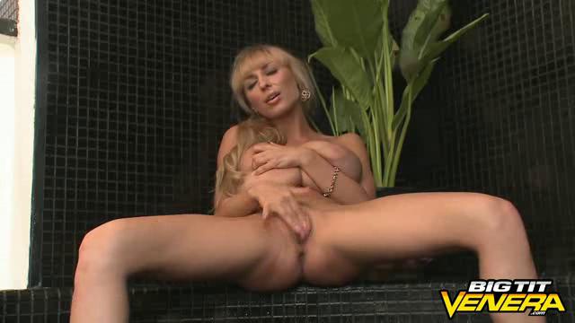 BigTitVenera 18 04 26 The Wet Tee Tits Show XXX
