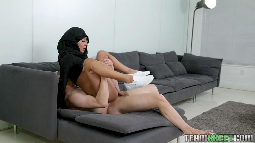 Free Download TeenPies 20 05 09 Binky Beaz Hijab XXX 1080p MP4-KTR